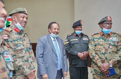 حمدوك يلتقي الولاة العسكريين بعد استقالة ثلاثة منهم
