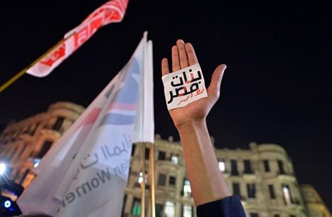 """NYT: قضية """"أحمد زكي"""" تقود نقاشا وجدلا لملف التحرش بمصر"""