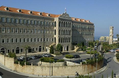 """صحيفة: لبنان يبحث سبل الالتفاف على """"قيصر"""" بالتعامل مع سوريا"""