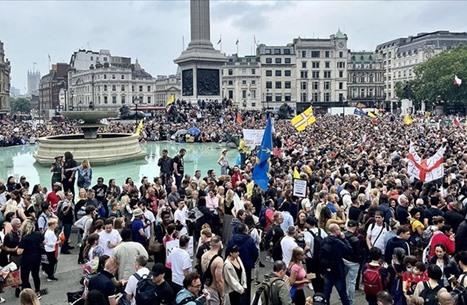 تظاهرات بأوروبا وأستراليا ضد القيود المفروضة لمكافحة كورونا