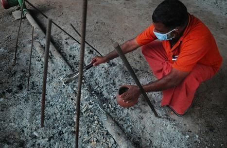 تعرف إلى سبب منع نساء الهندوس من حضور حرق الجثث