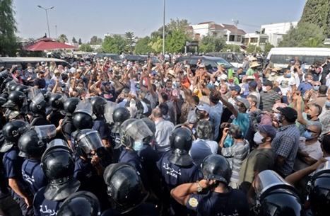 """""""الغارديان"""": الديمقراطية هي الحل للعالم العربي"""