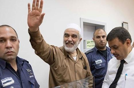 الاحتلال يمدد العزل الانفرادي للشيخ رائد صلاح 6 أشهر (شاهد)