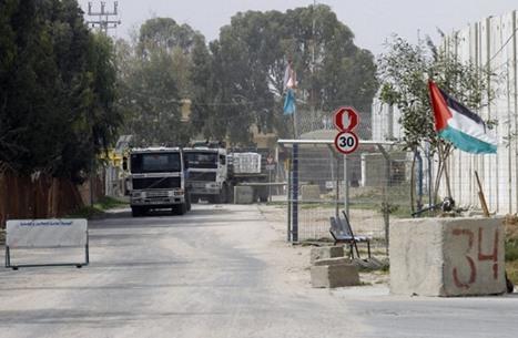 الاحتلال يغلق معبر كرم أبو سالم ويمنع إدخال مواد البناء لغزة