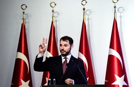 هكذا علق وزير المالية التركي على هبوط الليرة لمعدل قياسي