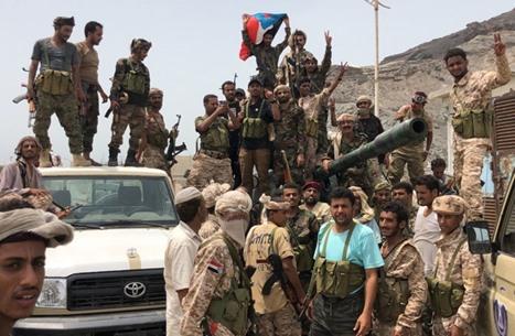 قوات مدعومة إماراتيا تعتدي على متظاهرين في عدن