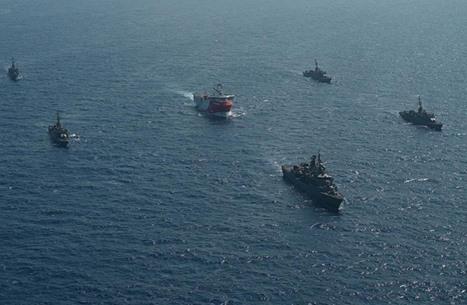 """سفن حربية تركية ترافق """"أوروتش رئيس"""" شرقي المتوسط"""