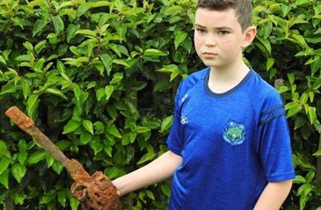 طفل يكتشف كنزا تاريخيا في أول استخدام لهدية عيد ميلاده