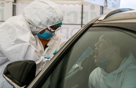 أطباء أصيبوا بالفيروس يشرحون الآثار طويلة المدى لكورونا
