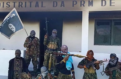 مسلحون مرتبطون بتنظيم الدولة يسيطرون على ميناء بموزمبيق