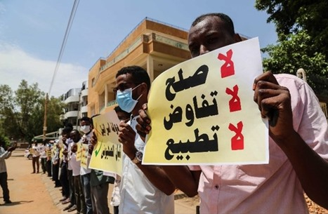 """""""سودانيون ضد التطبيع"""".. وسم يُعبّر عن المزاج الشعبي (شاهد)"""