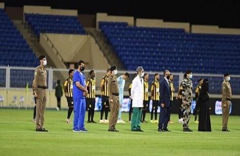 بادرة رائعة.. ممرات شرفية للأطباء من لاعبي كرة القدم بالسعودية