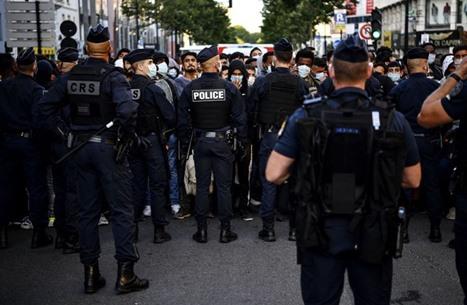 مسلّح يحتجز رهائن بمصرف في فرنسا