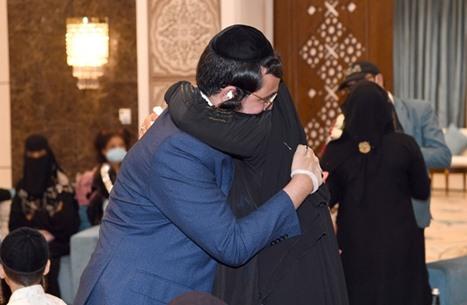 الإمارات تحتفي بلم شمل عائلة من يهود اليمن.. وجدل (شاهد)