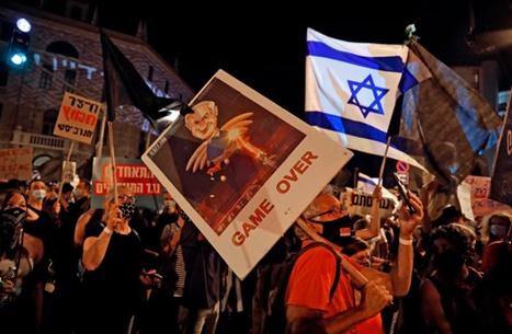 تواصل المظاهرات المطالبة برحيل نتنياهو وترجيح حل الحكومة