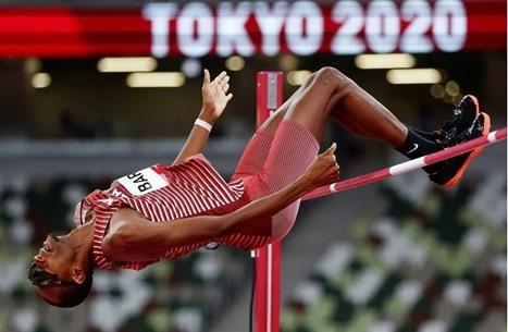 برشم يهدي قطر ميدالية ذهبية في الوثب العالي بأولمبياد طوكيو