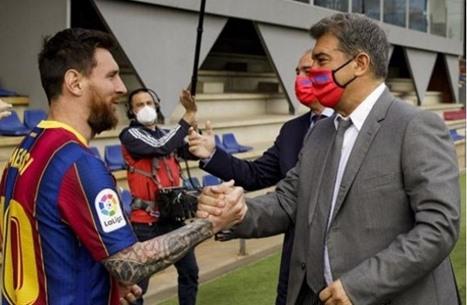 """صحيفة: برشلونة وميسي يتوصلان لـ""""اتفاق نهائي"""""""