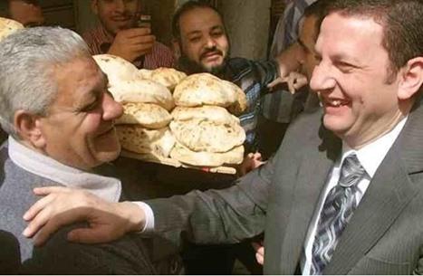 """بعد حديث السيسي عن الخبز.. مصريون يستذكرون وزير """"الغلابة"""""""