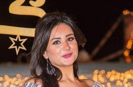 مذيعة مصرية تحتفل بالخلع من زوجها (فيديو)