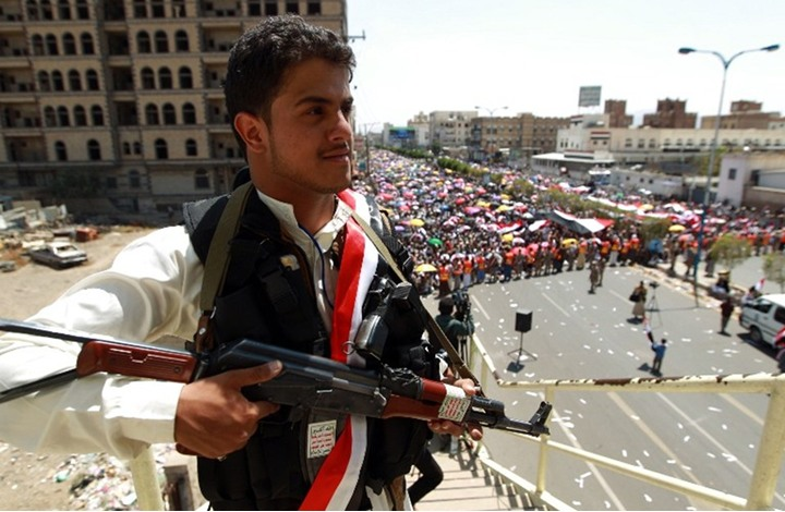 """ما أبعاد توجه إدارة ترامب لتصنيف الحوثيين """"تنظيما إرهابيا""""؟"""