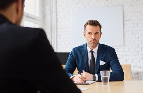 10 أسئلة صعبة في مقابلات التوظيف.. كيف تتصرف معها؟