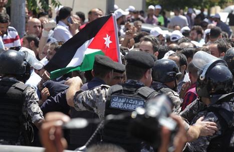 """""""عاصفة إلكترونية"""" لتحسين واقع حقوق الإنسان بالأردن"""