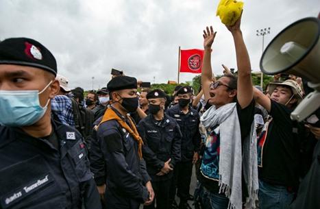 عشرات الآلاف يتظاهرون بتايلند لإصلاح النظام الملكي (شاهد)