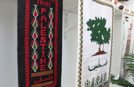 التطريز الفلسطيني.. مهنة عشق ترسخ الهوية وتواكب العصر (شاهد)