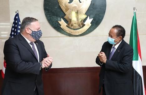 مراقبون: عسكر السودان يؤيدون التطبيع.. وحمدوك يرفض