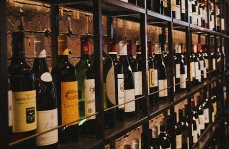 ديلي تلغراف: أبو ظبي تلغي القيود على شراء الخمور