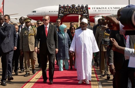 MEE: نفوذ تركيا يزداد في غرب أفريقيا.. ما تأثيره على فرنسا؟