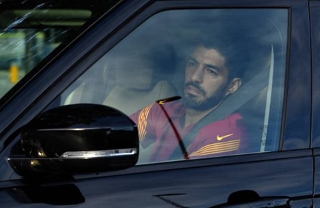 سواريز يودع برشلونة بالدموع (شاهد)