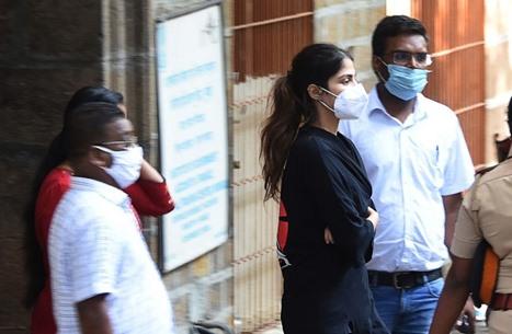 استدعاء أبرز نجوم الفن بالهند للتحقيق بقضية مخدرات