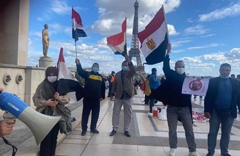 """""""علي"""" يدعو المصريين لاحتجاجات مسائية.. وتظاهرات بالخارج"""