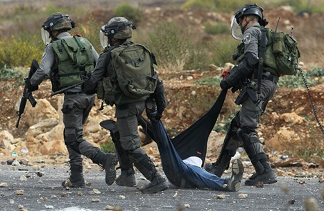 استشهاد شاب فلسطيني بعد ضربه بأعقاب بنادق جنود الاحتلال