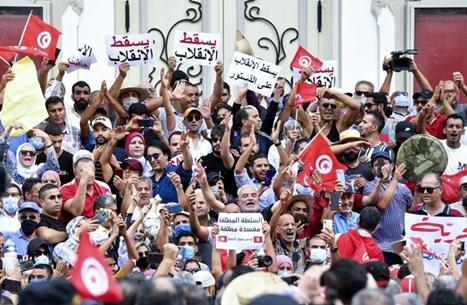 خبراء: الشعب التونسي أوصل رسالته في التظاهرات الأخيرة
