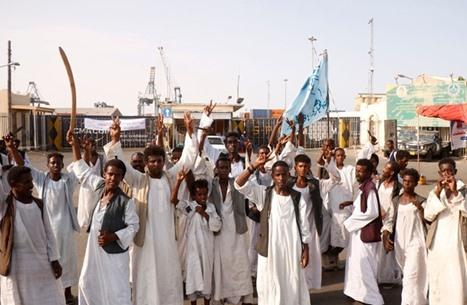 محتجون يغلقون أنبوب النفط المغذي للخرطوم شرقي البلاد