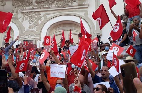 مظاهرات حاشدة في تونس تطالب بتنحي سعيّد.. وتشديد أمني (شاهد)