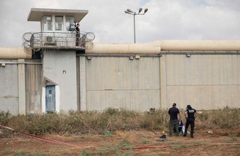 اعتداء واسع على الأسرى بسجن جلبوع بعد اقتحام أحد أقسامه