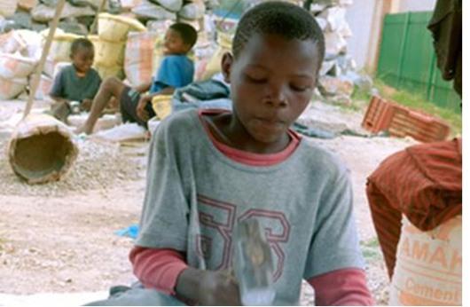 """الأطفال ضحية واقع الحياة """"المُر"""" في زامبيا"""