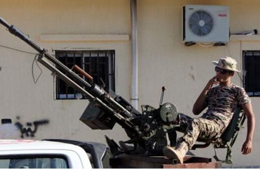 الميليشيات المتناحرة تدفع ليبيا الى شفا الفوضى