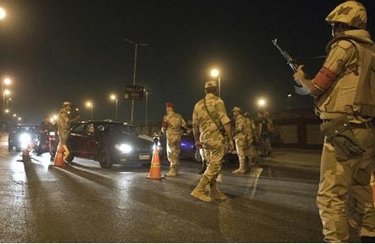 العثور على ضابط أمريكي متقاعد مشنوقا بمحبسه في مصر