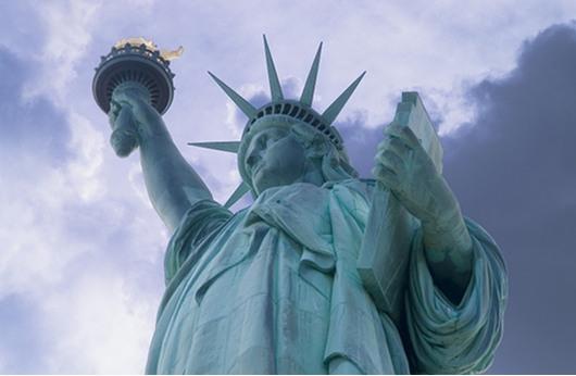 نيويورك تعيد فتح تمثال الحرية أمام الزوار