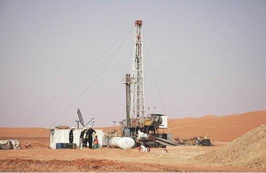 تراجع انتاج النفط الليبي يسبب عجزاً في الميزانية