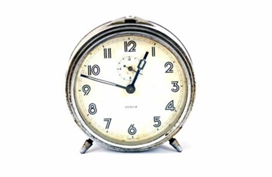 بريطانية تمضي 3 أيام لتعديل الوقت في ساعاتها