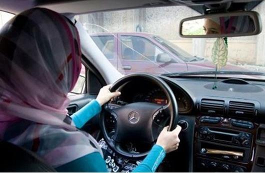"""داخلية الرياض تفشل فعالية """"القيادة اختيار وليس اجبار"""" النسائية"""