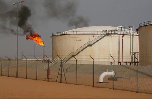 معتصمون يجبرون حقلاً نفطياً جنوب غرب ليبيا على إيقاف إنتاجه