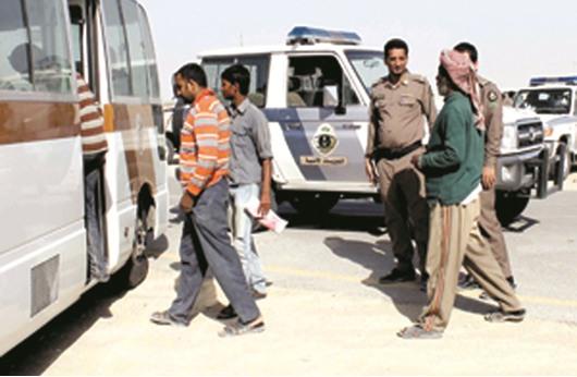 السعودية تبدأ حملات واسعة لمطاردة العمالة الوافدة