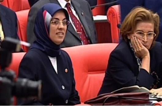 الحجاب يظهر في البرلمان التركي لأول مرة منذ 15 عاما