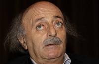 """جنبلاط """"يغرد"""" شعرا يعبر عن استيائه من الوضع في لبنان"""
